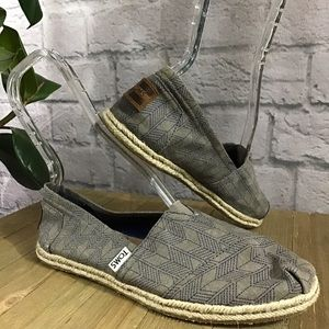🍃 TOMS chevron espadrilles 8W slip on shoes